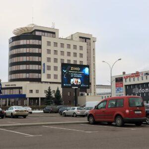 Экран на парковке ТЦ «Корона» г.Брест