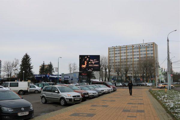 Экран на входе в ЦУМ г.Брест